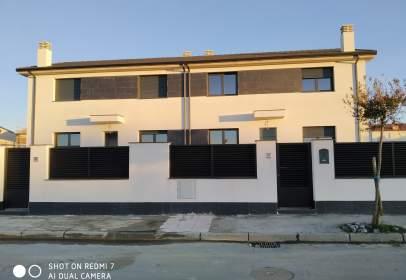 Casa adosada en calle Acebal