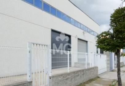 Nau industrial a calle Francesc Santcliment