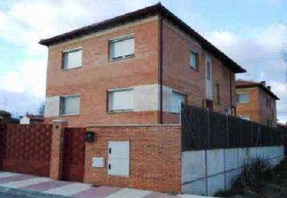Paired house in calle Alcores