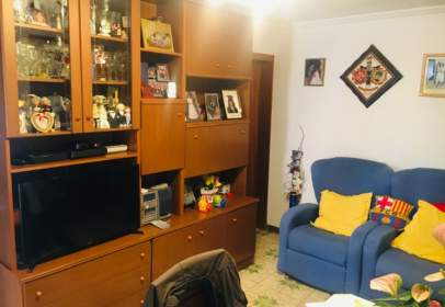 Piso en Via Favència, cerca de Carrer d' Almagro