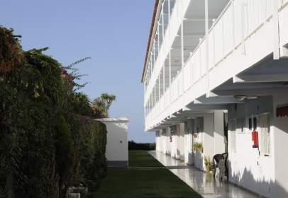 Apartamento en Urbanización Las Adelfas