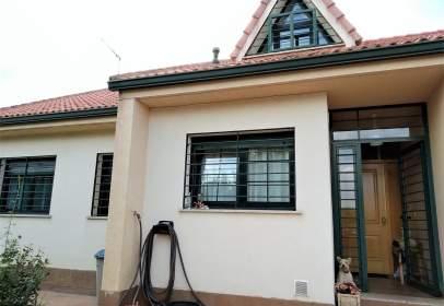 Casa aparellada a calle Montecarlo