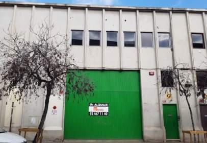 Nave industrial en calle Sant Adria