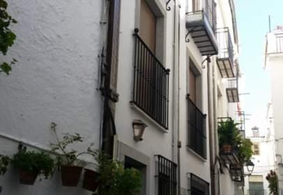 Edificio en Güéjar Sierra