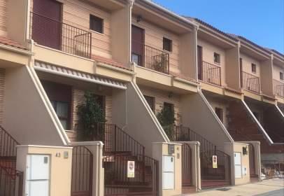 Dúplex en calle San Raul