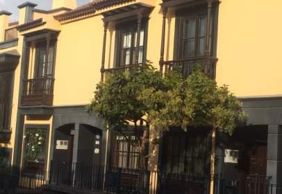 Casa adosada en calle R. Francisco Hernández  Borondo