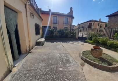 Chalet in calle de Uceda, 2