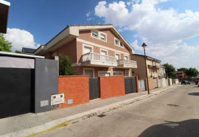Casa pareada en calle del Puerta de Hierro