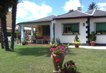 Casa en Avenida del Páramo, nº 507