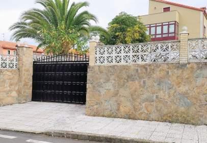 Chalet pareado en calle de Moruxo, 107