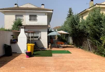 Paired house in Avenida de la Beltraneja, near Calle del Cerezo