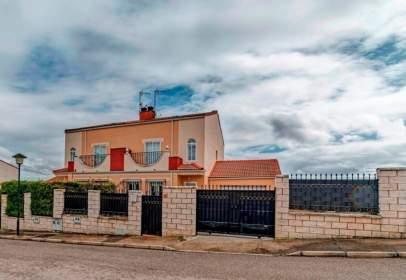 Casa pareada en calle Linares