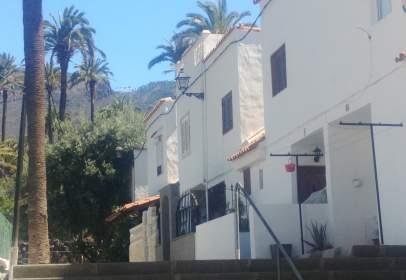 Casa adossada a calle Facundo Lopez