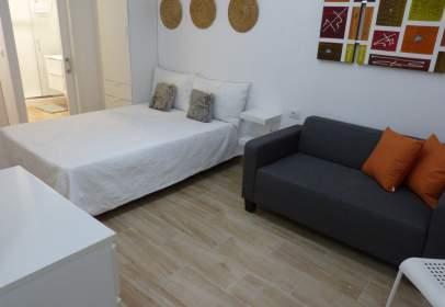 Studio in calle Sagasta, near Calle Alfredo J Jones