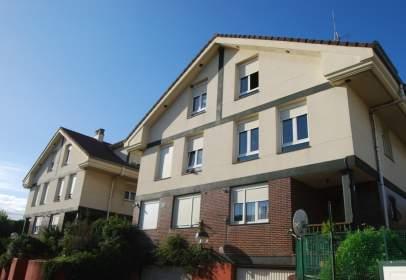 Casa aparellada a Avenida Bilbao, nº 21