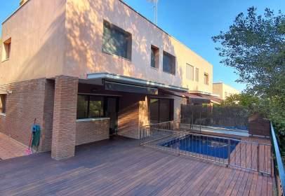 Casa aparellada a calle Serra del Lladre