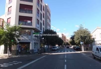 Pis a Carrer de Jesús y María, prop de Calle de la Constitución Española