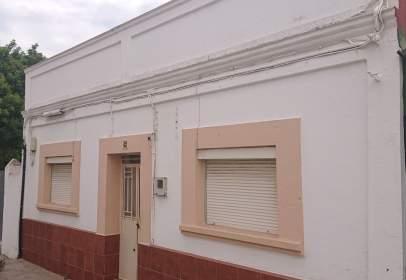Casa en calle de la Perlita, cerca de Calle Zafiro