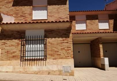 Casa pareada en calle Cabeza Mesada