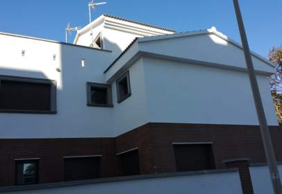 Casa adosada en Avenida de la Nueva Almería, cerca de Calle de Alcoy