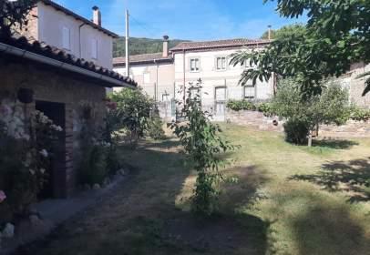 House in Carretera León Collanzo, nº 48