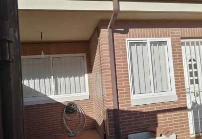 Casa adossada a calle Reina Juana de Castilla
