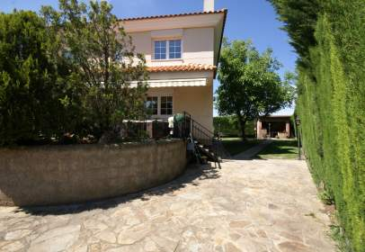 Single-family house in Urbanización Valdearenas, nº 12