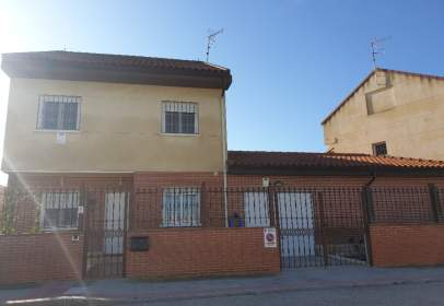 Casa a calle José Fernández Segovia