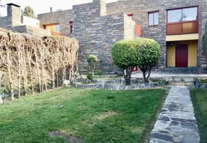 Casa adossada a calle del Jazmín
