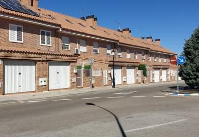 Casa adosada en calle Miraflores