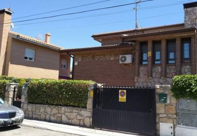Terraced house in calle Pinos