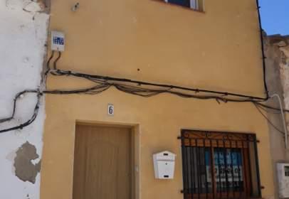 Casa adossada a calle de la Alta Iglesia