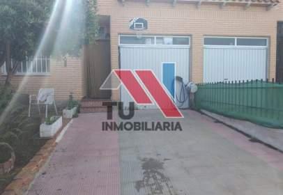Xalet aparellat a calle Miragredos