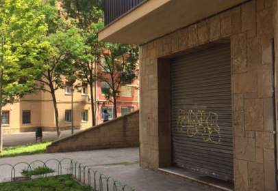 Almacén en calle Hermenegild Carrera