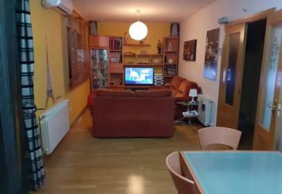 Casa pareada en calle de Gustavo Adolfo Becker