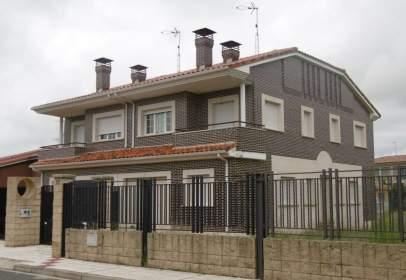 Casa adossada a calle Tres Chopos