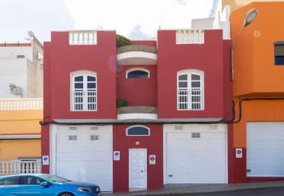 Casa aparellada a calle Ana Benítez