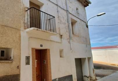 Casa pareada en calle Pilar Bayona