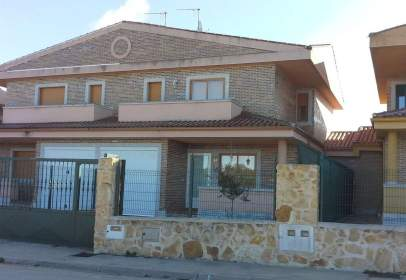 Casa aparellada a Avenida Marco Antonio
