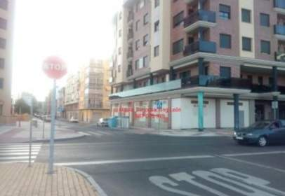 Local comercial en Avenida Jose Aguado