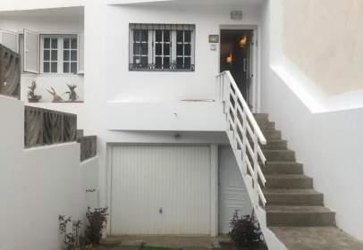 Casa adosada en calle de Santa María de Guía, nº 18
