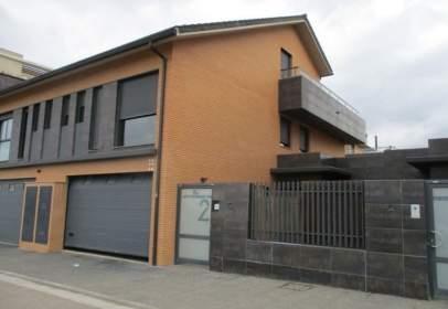 Casa adosada en calle de Valentia
