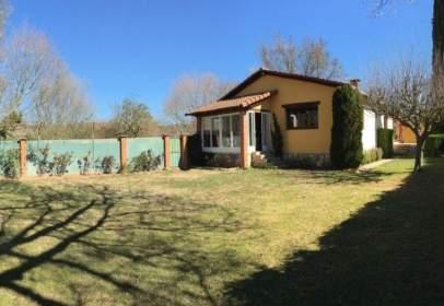 Casa pareada en Modúbar de La Emparedada