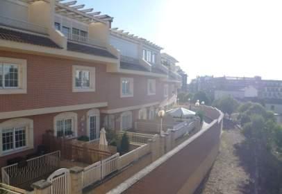 Casa pareada en calle Mesnadas
