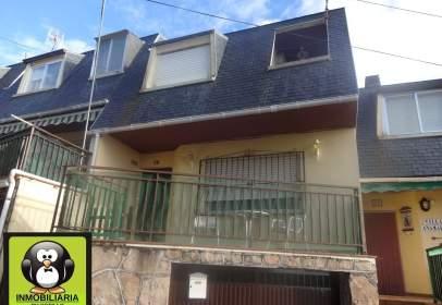 Casa pareada en calle La Mata, nº 2