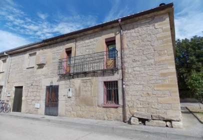 Casa adosada en calle de San Roque, nº 16