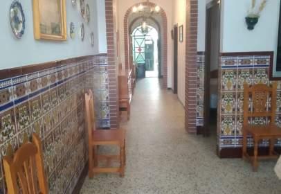 Casa pareada en calle de Vetalengua, cerca de Calle del Águila Imperial