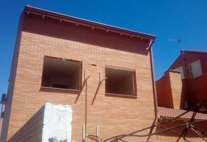 Casa aparellada a calle Salamanca