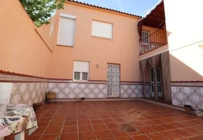 Casa pareada en calle Granada, nº 31