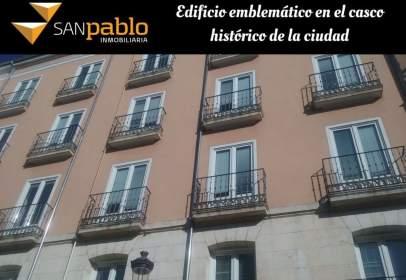Edificio en calle Santa Águeda